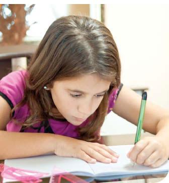 aluna_escrevendo
