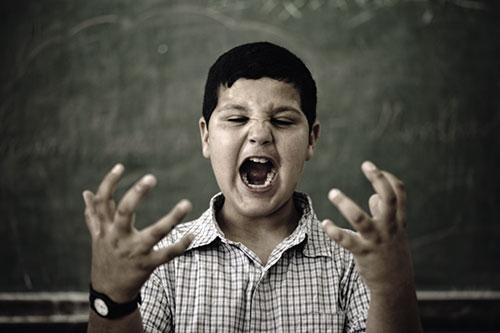 menino-gritando_Deposit_opt