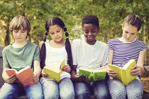 crianças_alunos_lendo_l_opt